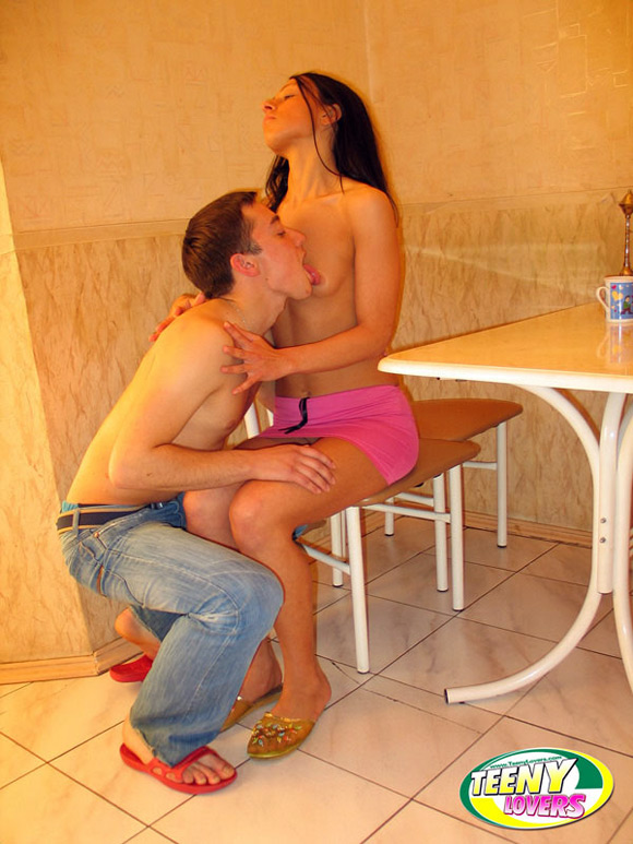 check-out-how-one-of-the-best-teens-fucks-with-her-bf